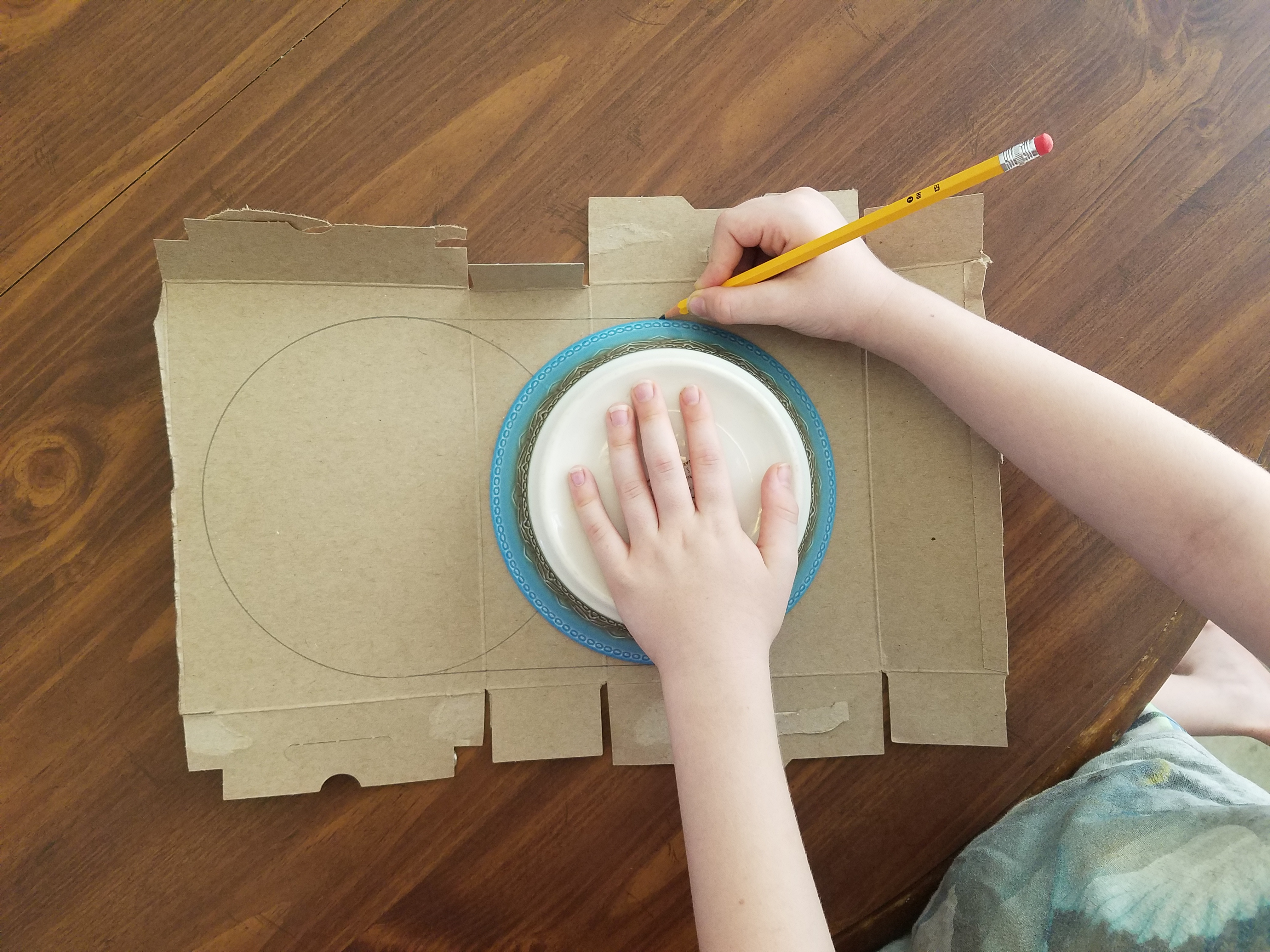 tracing a circle to create a game board