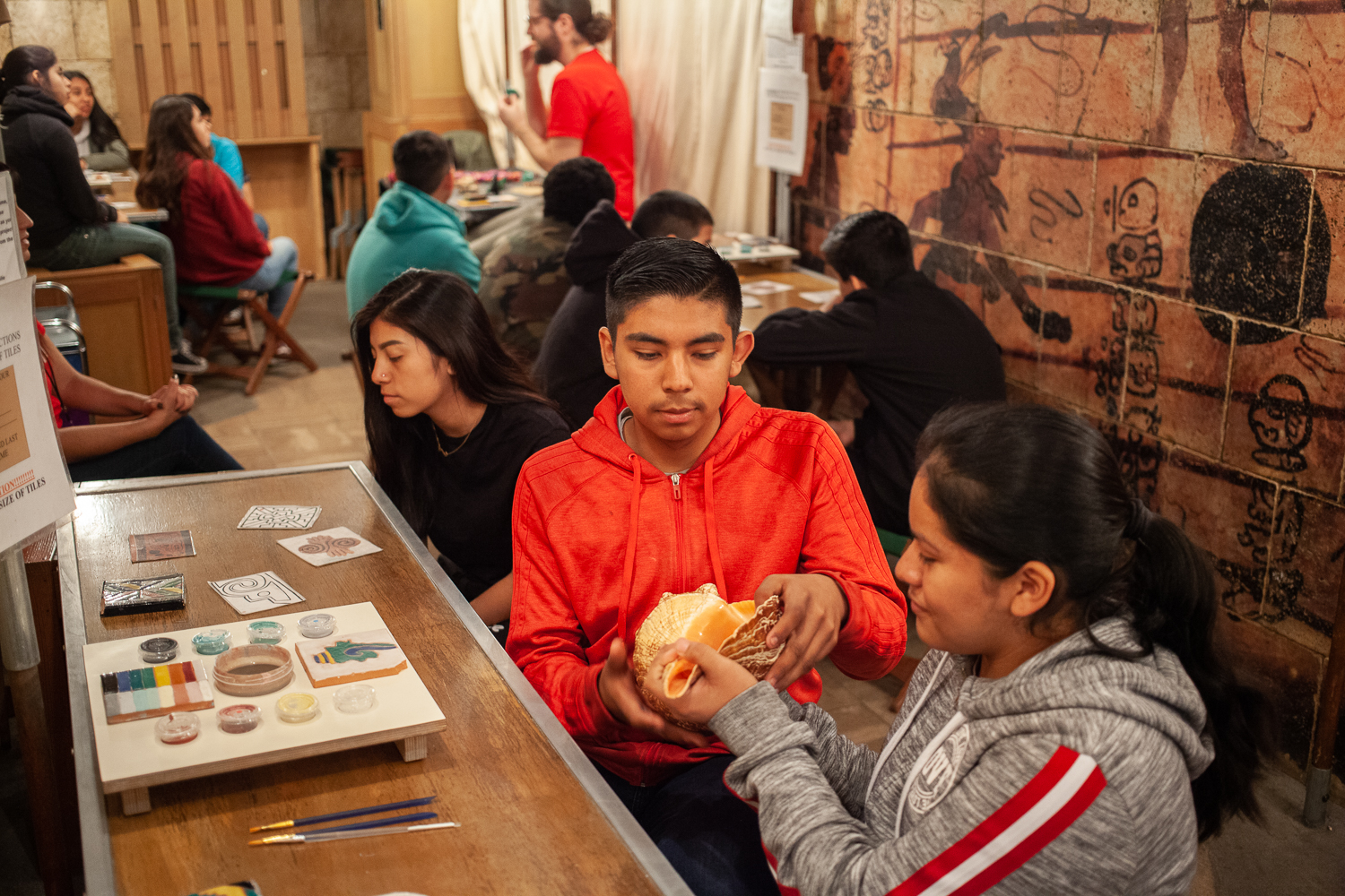 Bell Gardens Intermediate students explore the Maya Mobile, photo by Stephenie Pashkowsky