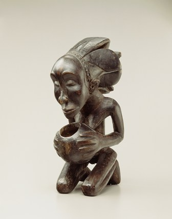 Bowl-Bearing Figure, Democratic Republic of the Congo, Luba-Henba Peoples, 19th Century, Wood (Ricinodendron rautanenii), Royal Museum for Central Africa, RG 14358 (Collected between 1981 and 1912, gift of A.H. Bure), Photo R. Asselberghs, RMCA Tervuren ©