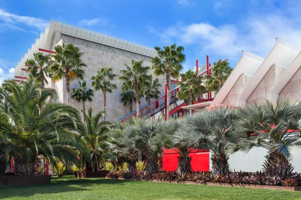 Exterior of BCAM (Broad Contemporary Art Museum) at the Los Angeles County Museum of Art